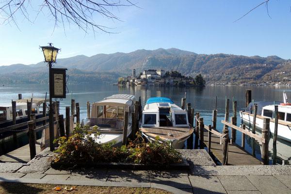 Per Boot geht es zur Isola San Giulio