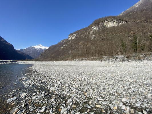 ...und chillen am Fluss