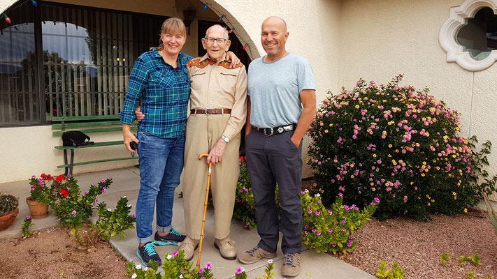 Wir zwei mit meinem Onkel in der Mitte