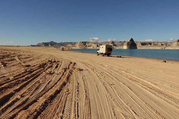 ...campieren wir direkt am Strand