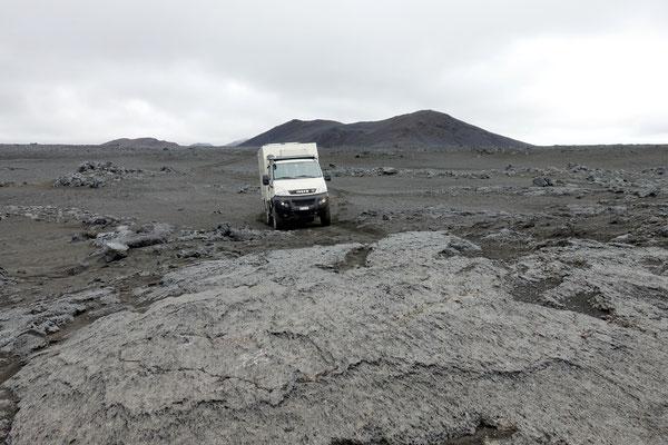 Raue Piste mit Lavaplatten