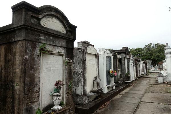 Altes Gemäuer auf dem Friedhof