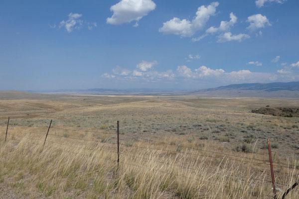 Grell und hell blendet es uns in Montanas Weiten