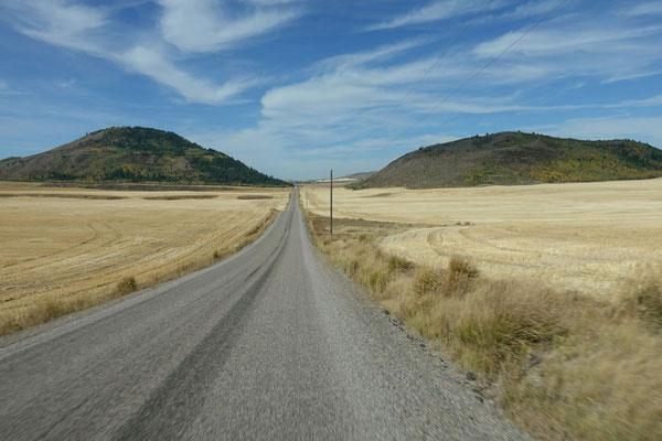 Durch Stoppelfelder zum Blackfoot Reservoir