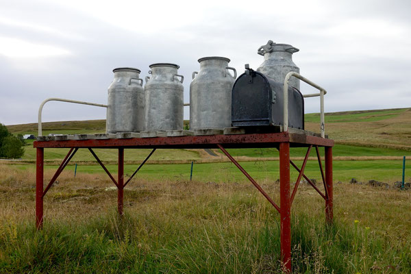 Des Bauers Milchkannen