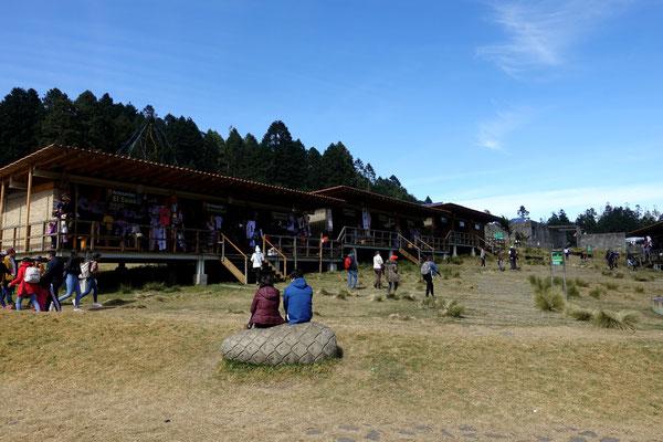 "Souvenierstände beim ""Santuario Mariposa Chincua"""