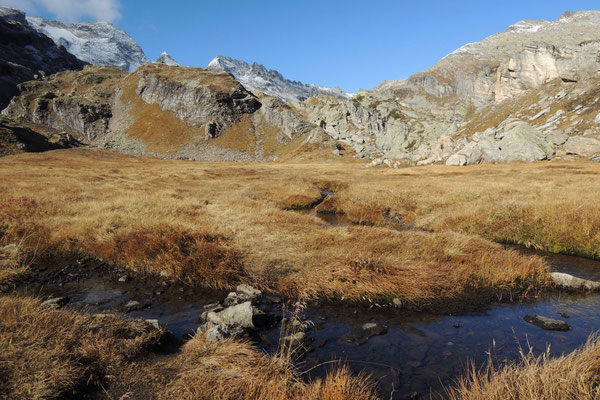 Wandern hoch über dem Val Bavona