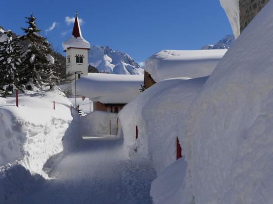 Im Winter 2013/14 türmt sich der Schnee meterhoch im Oberengadin