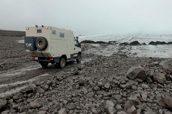 Für uns ist hier Endstation, am Fusse des Langjökull