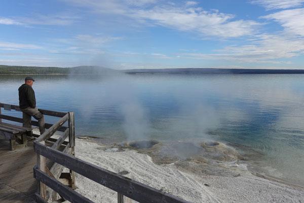 Es raucht und qualmt direkt am See