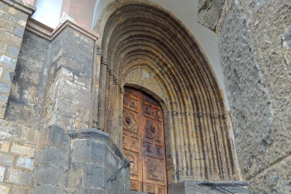 Das Tor zur Kirche
