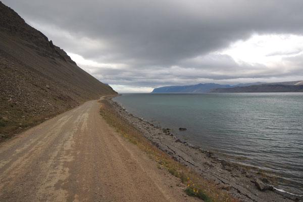 ...und entlang von schönen Fjorden geht es weiter