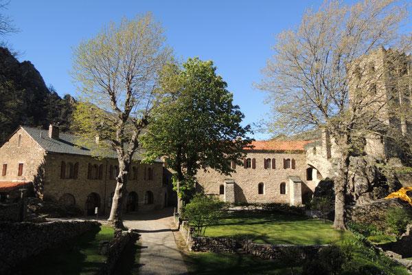 Ein mächtiges Kloster in den Bergen
