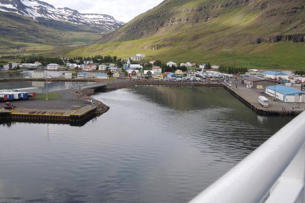 Ankunft in Seydisfjördur, im Osten von Island