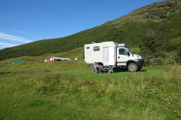 Sonnentag auf dem kleinen Camping Svinafell