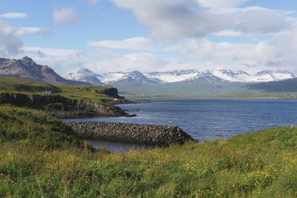 Dem Fjord entlang fahren wir...