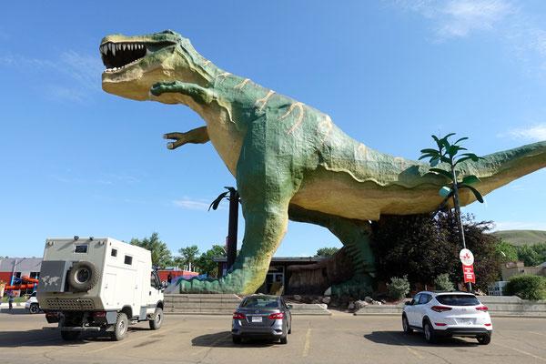 Ein grosser Dino mitten in Drumheller