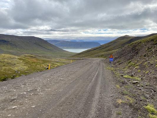 Über den Hügel zum nächsten Fjord