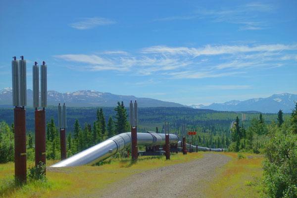 Die Alaska Pipeline durchquert das Land