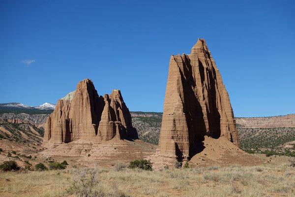 Einzelne Monolithen strecken sich zum Himmel