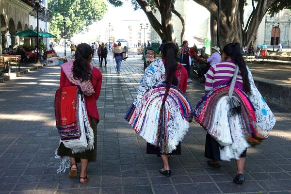 Stoffverkäuferinnen in Oaxaca