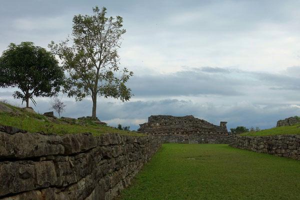 Zwischen den Pyramiden von Yohualichan