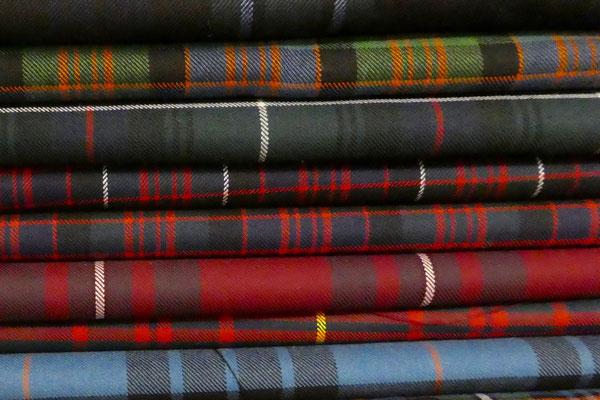 Es gibt Stoffe in unzähligen Farben und Mustern