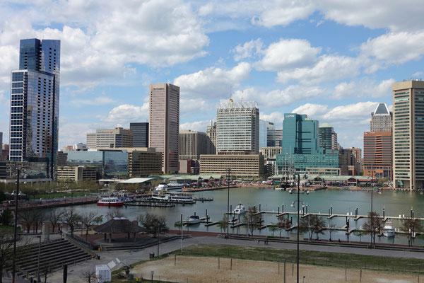Blick über das Hafenbecken