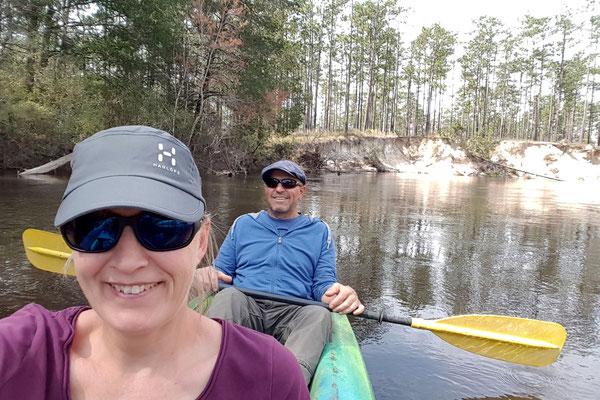 Und wir geniessen per Kajak den Fluss