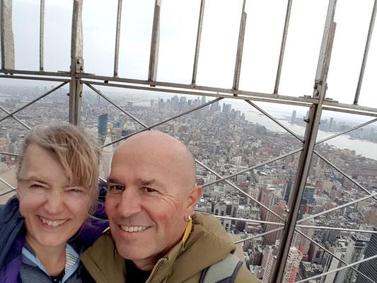 Manhattan liegt uns zu Füssen...und der Wind bläst uns um die Ohren!