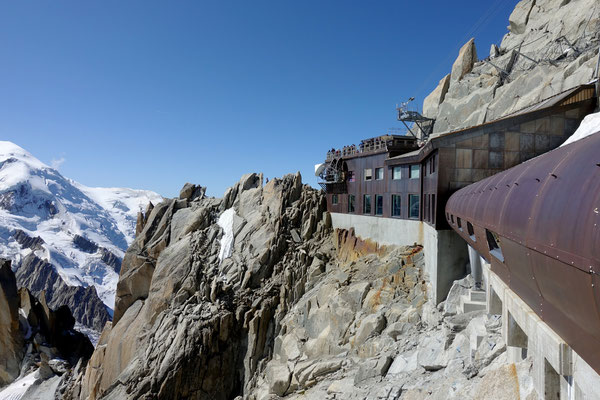 ...auf den 3842 m hohen Aiguille du Midi