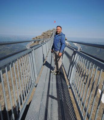 Auf der Hängebrücke in schwindelnder Höhe