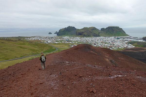 Wir erklimmen den Vulkankegel Eldfell