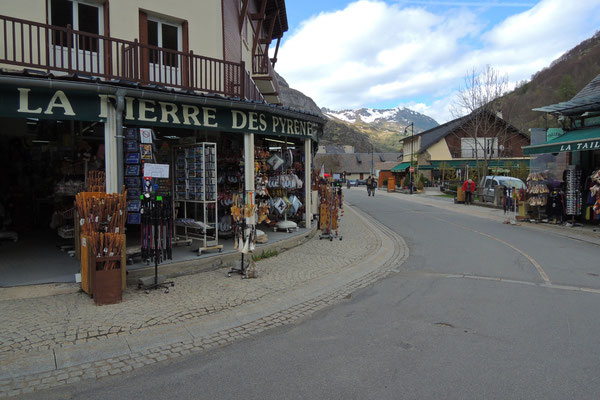 Shoppingtour im kleinen Dorf