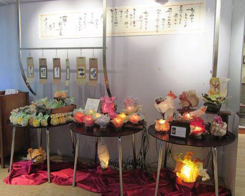 「ランプ工房さくらざか」さんの和紙の創作ランプと書家井上龍一郎先生の作品コラボスペースです。