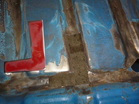 Der Fussraum ist nach dem Entrosten einwandfrei, dafür muss unterm Sitz ein wenig geschweisst werden