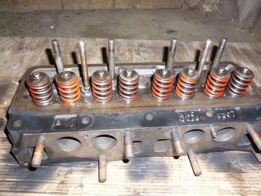 Der Originale Zylindekopf wird benutzt, dieser ist gut in Schuß, die Ventile werden neu eingeschliffen, Umbau auf einfache Federn und Ventilschaftdichtungen