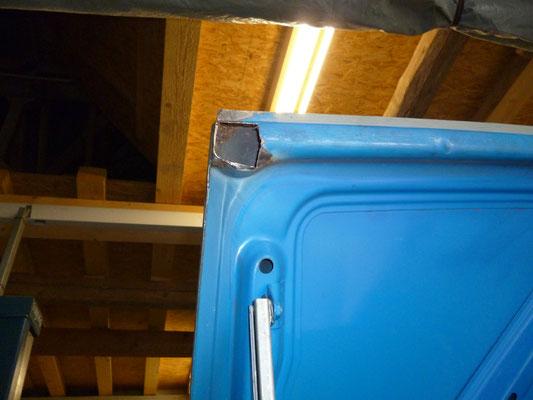 Die Ecken des Kofferraumdeckels brauchen ein wenig Arbeit