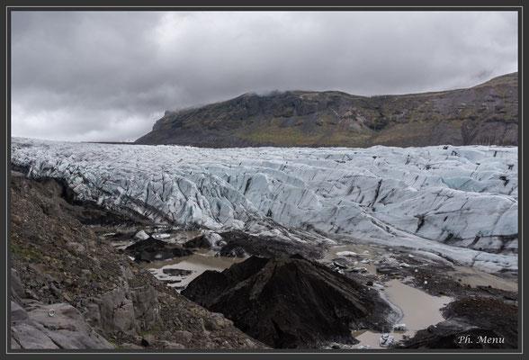 Un bras du Glacier Vatnajökull (la réalité est bien plus impressionnante que la photo, la masse est spectaculaire !)