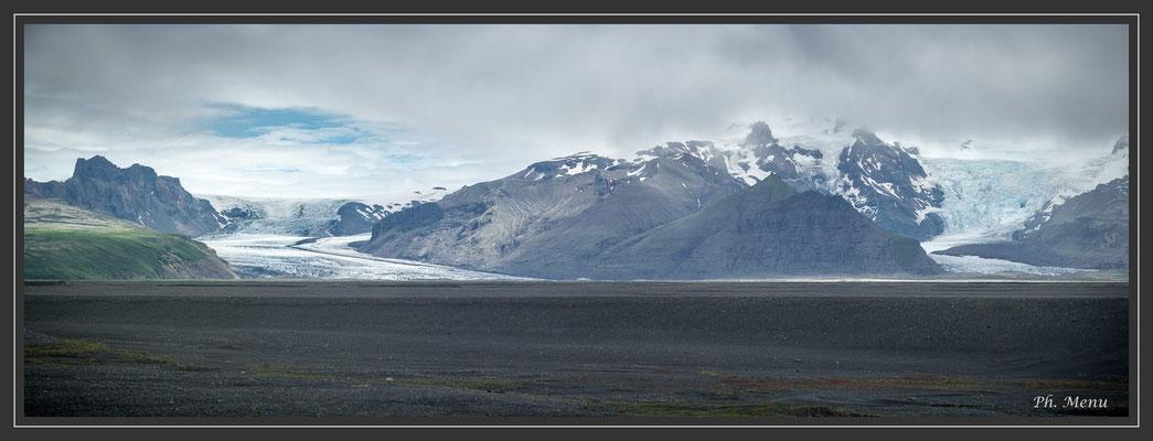 Deux bras du plus grand glacier d'Europe, 12 000 km2 : le Vatnajökull