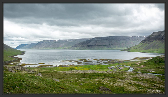 Fjord (au pied de la grande cascade de Dynjandi)