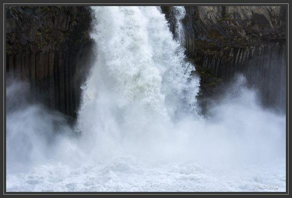Aldeyjarfoss, une puissance d'eau colossale !