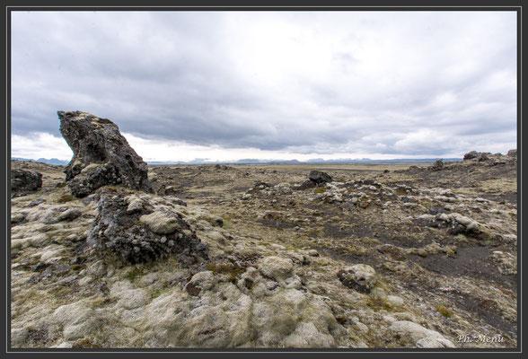 Sur plusieurs kilomètres, de la lave à perte de vue créant de belles ambiances