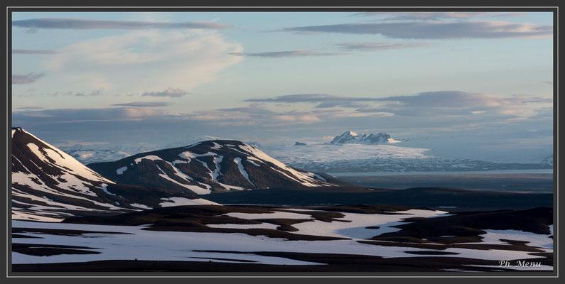 Vue au loin sur le glacier Langjökull