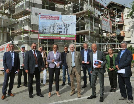 11.09.2021 NRW Bauministerin Ina Scharrenbach auf Visite in der Klimaschutzsiedlung Lohbachstraße Schwerte