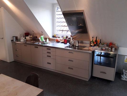 "Erneuerung der Küchenfronten mit Kunstharbeschichtung matt ""no fingerprint"" beschichtet"