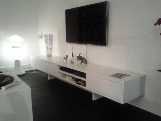 TV Sideboard lackiert mit integriertem Subwoofer