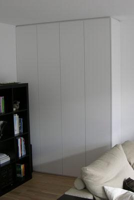 Einbauschrank mit lackierten Fronten