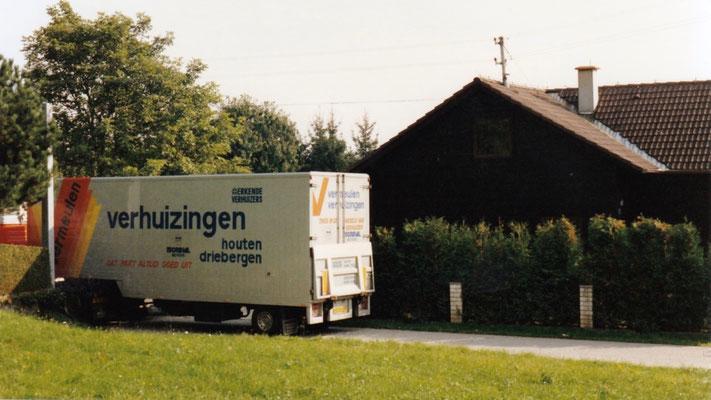 The moving truck arrives at Gleinkerweg 11 Niedergleink, Dietach, Upper Austria.