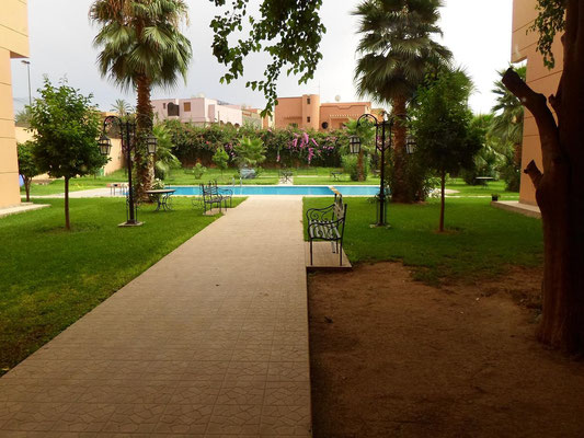 jardin et piscine de la résidence
